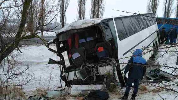 (foto) Accident în lanț în Ucraina cu implicarea a două autobuze cu moldoveni. Un șofer a decedat pe loc