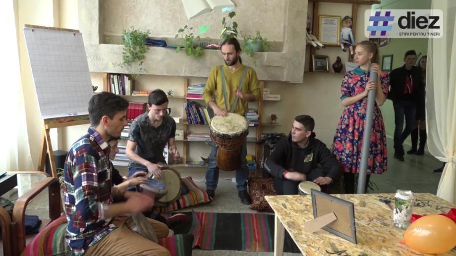 (video) Unde-s tinerii. La Bălți s-a deschis o Anticafenea, locul care reunește cei mai activi tineri din oraș