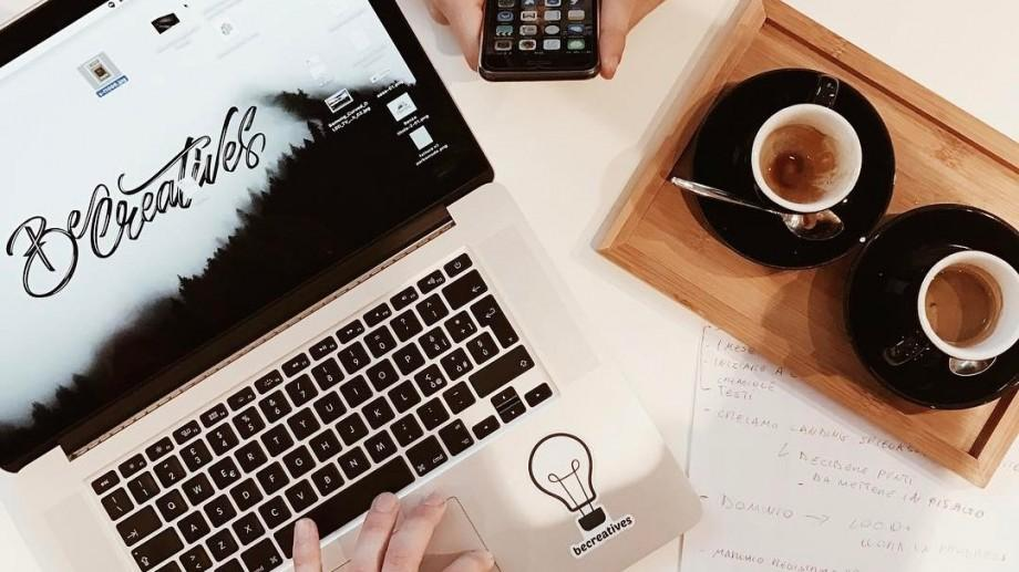 Cât de des citesc știrile online tinerii din Moldova și cine sunt cei mai activi consumatori