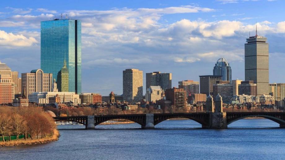 Participă la Forumul Global pentru Tineret! Scrie un eseu și câștigă un tur al orașelor Boston și New York