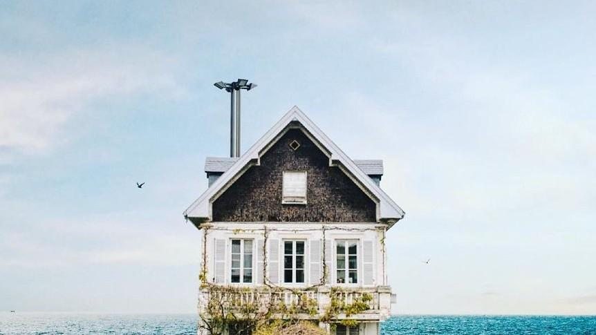 "(foto) Proiect fotografic inedit. Un fotograf a vânat ""casele solitare"""