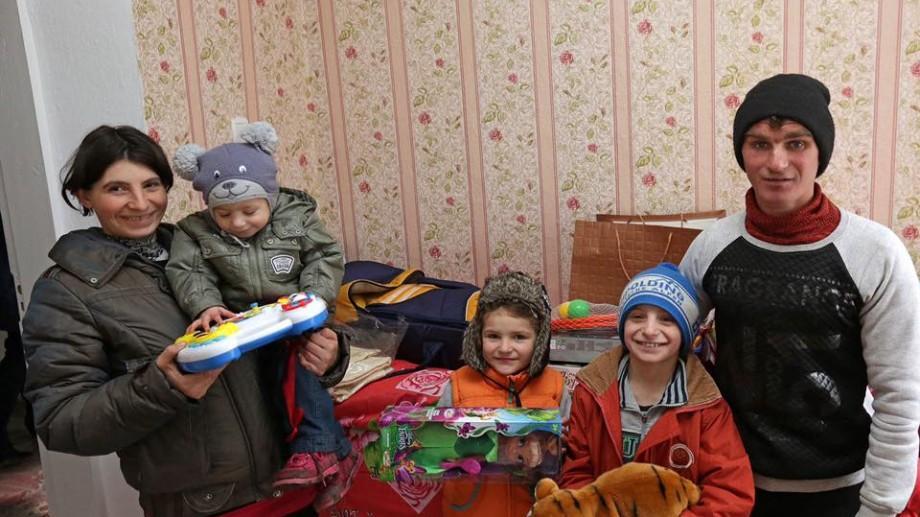 (foto) O familie cu patru copii a primit în dar o casă de la președinte și prima doamnă
