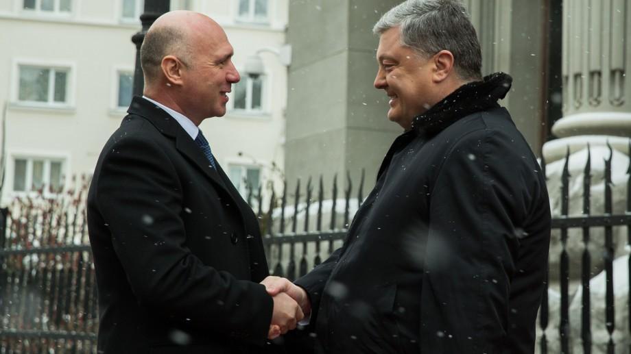 Prim-ministrul Pavel Filip s-a întâlnit la Kiev cu Președintele Ucrainei. Despre cei au discutat oficialii
