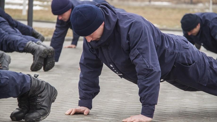 (video) Polițiștii de Frontieră au executat flotări la unison în cadrul unei campanii de solidaritate