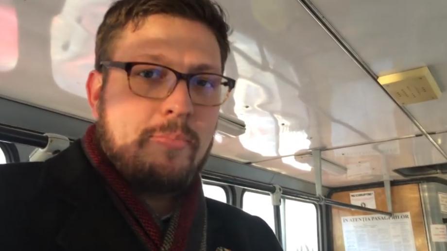 (video) Prima experiență a unui angajat al ambasadei SUA de a merge cu transportul public