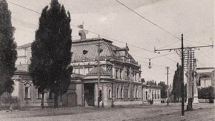 (foto) Descoperiri urbane: Clubul Nobilimii Basarabene deschis la Chișinău în clădirea cinematografului Patria