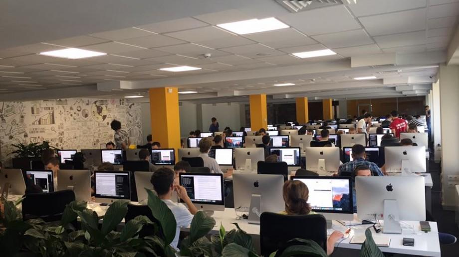 Cei care își doresc o carieră în IT pot aplica pentru cursuri gratuite la Academy+Moldova