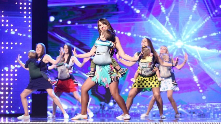 (video) MamaLiga atacă România! Un grup de tinere mămici din Chișinău au impresionat la Românii au Talent