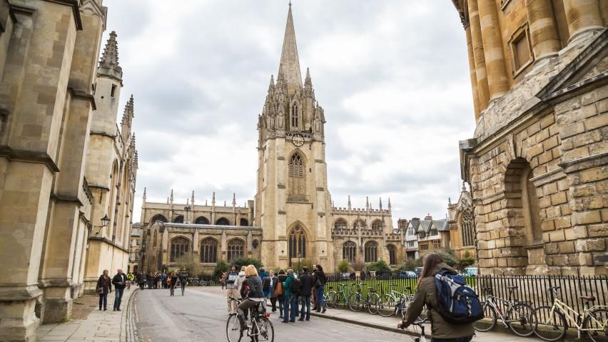 Cinci motive ca să aplici la o universitate din străinătate cât mai devreme posibil