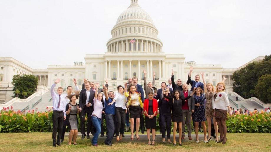 Toate taxele acoperite! Tinerii care muncesc la stat și în ONG-uri pot participa la un Program de Stagii în SUA