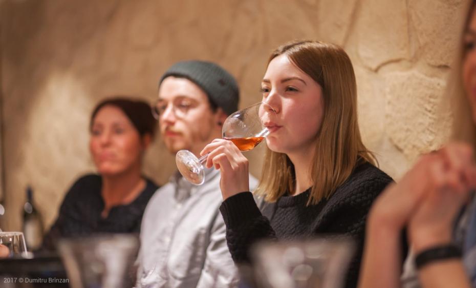 (foto) Un moldovean stabilit în Germania a organizat o seară a vinurilor moldovenești în Dortmund