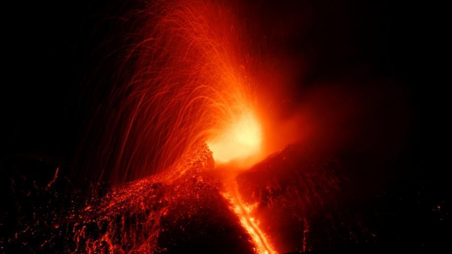 (video) Vulcanul Etna a intrat într-o nouă fază de erupție