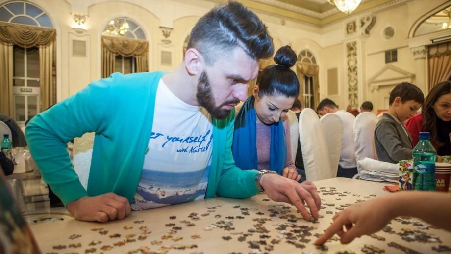 88 de echipe au participat la cel de-al patrulea campionat de asamblare la viteză a puzzle-urilor