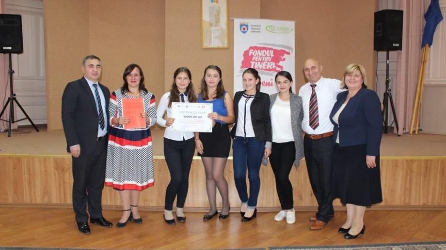 Tinerii din raionul Ialoveni pot câștiga granturi până la șase mii lei pentru dezvoltarea unui proiect