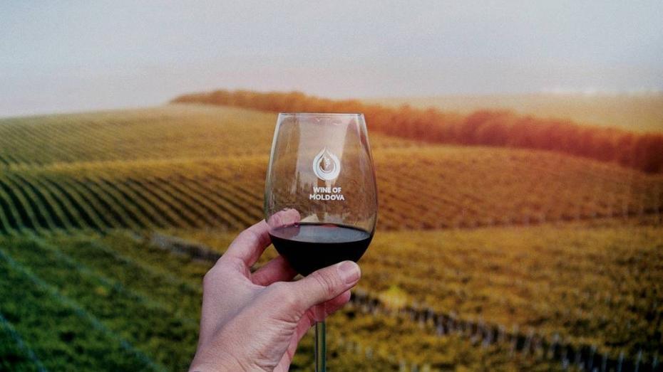 După ce a fost declarat produs alimentar, vinul poate fi cumpărat și după ora 22.00