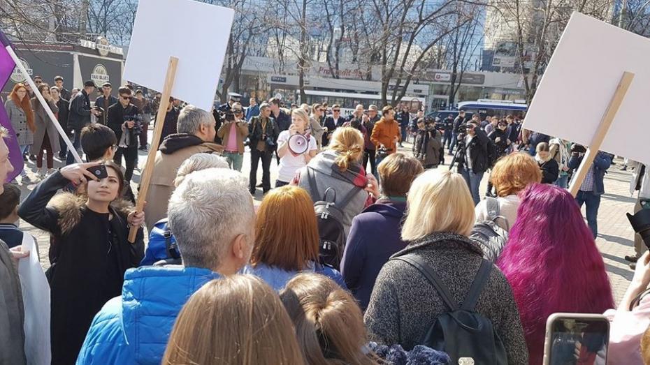 """(live video) În centrul Capitalei se desfășoară marșul feminist """"NU înseamnă NU"""""""