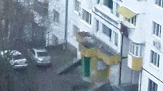 Botanica: Un tânăr de 20 de ani a căzut de la balconul unui bloc de locuit
