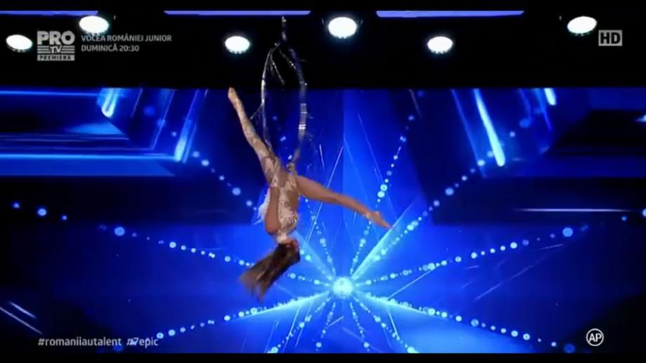 """(video) Diana Boiachin, tânăra care a impresionat publicul """"Românii au Talent"""" cu acrobații uimitoare"""