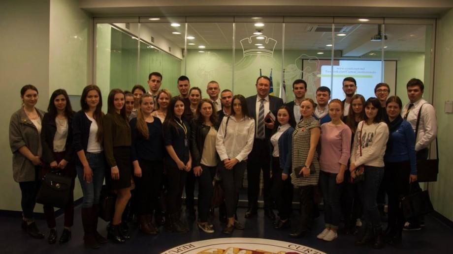(foto) Tinerii juriști au discutat cu Alexandru Tănase despre locul și rolul Curții Constituționale