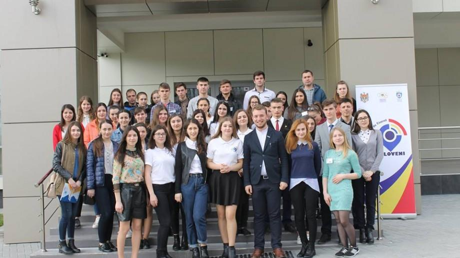 (foto) 50 de tineri activi din toate localitățile raionului Ialoveni au participat la Forumul Raional al Tinerilor