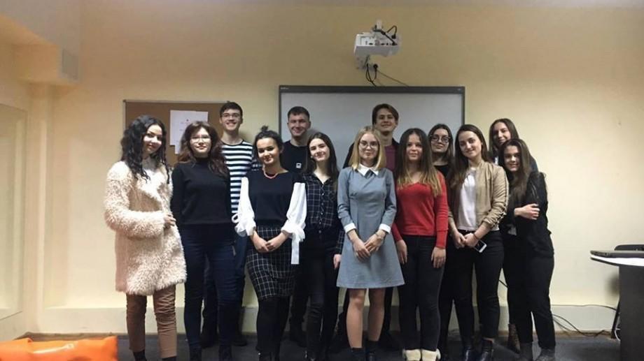 """12 tineri vor concura prin discursuri originale la campionatul """"Cel mai bun orator diplomat"""""""