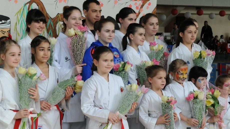 """50 de participante s-au întâlnit la evenimentul sportiv internațional """"Women's Karate Festival"""""""