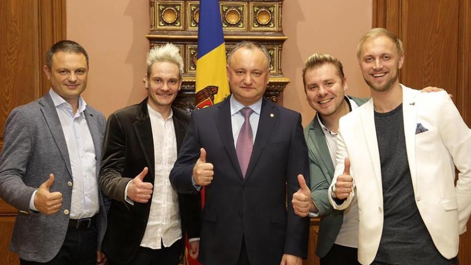 (foto) Igor Dodon a avut o întâlnire cu reprezentații Moldovei la Eurovision, trupa SunStroke Project