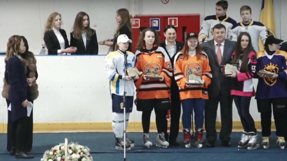 (foto, video) Moldoveanca Arina Secrieri a câștigat titlul de cel mai bun portar la Campionatul de hochei din Ucraina