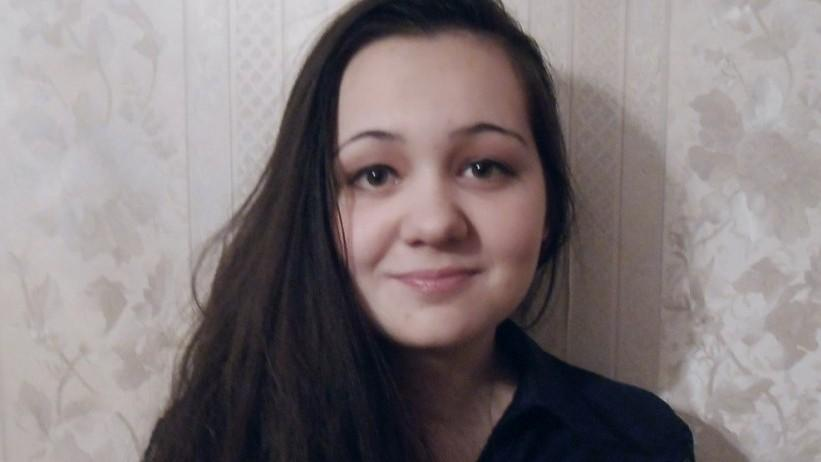 O liceană are nevoie de 6.000 de euro pentru o operație la coloana vertebrală