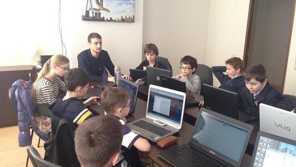 (video) Programul CoderDojo caută mentori-voluntari. Ajută și ghidează copiii spre o carieră în IT