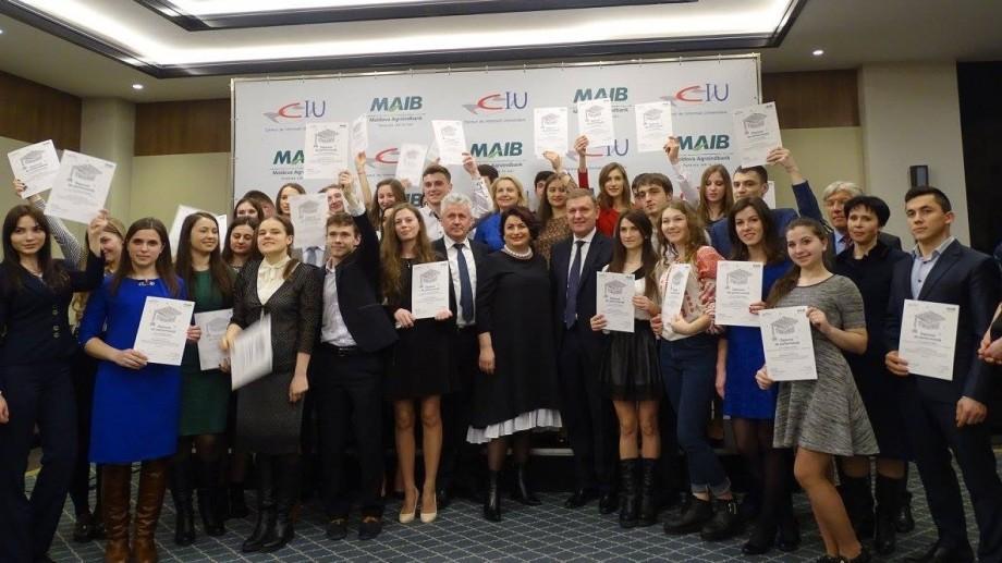 """(foto) 32 de studenți au devenit beneficiari ai proiectului """"Burse pentru Viitorul Tău!"""""""