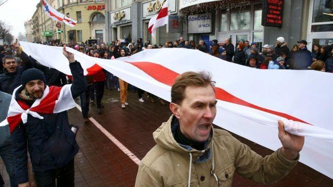 Proteste masive în Belarus împotriva taxei impuse șomerilor. Zeci de activiști ai opoziției au fost arestați