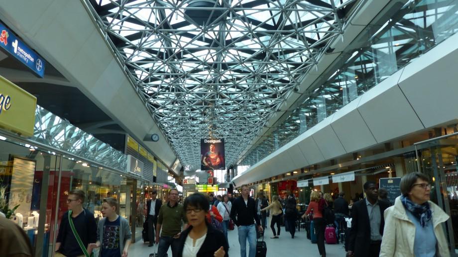 Grevă de 25 de ore pe aeroporturile Berlin. 650 de zboruri au fost anulate