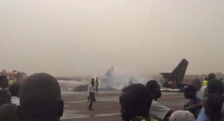 (foto) Un avion cu 44 de pasageri la bord s-a prăbușit la aterizare în Sudanul de Sud