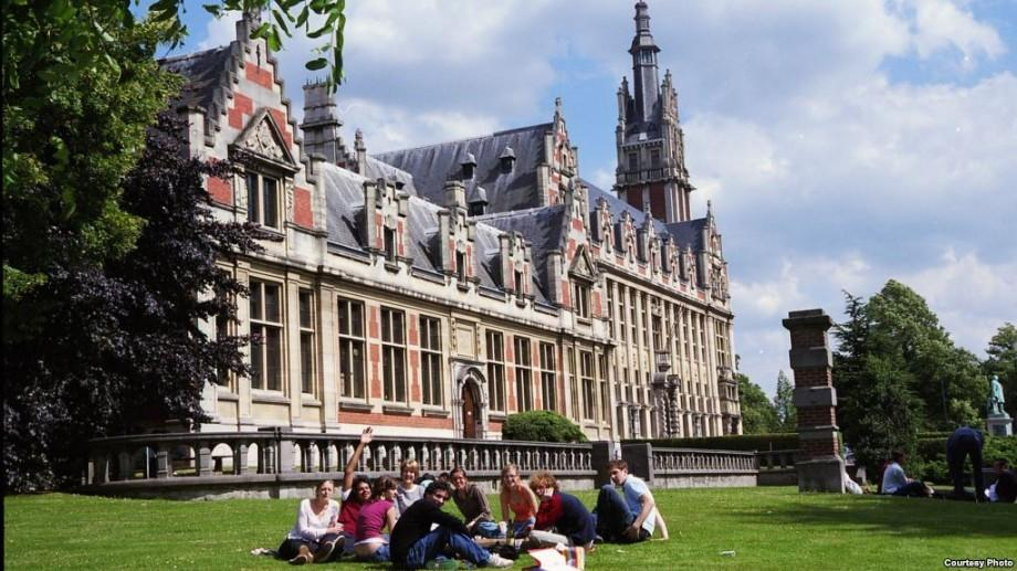 """Studenții de la USMF """"Nicolae Testemițanu"""" pot câștiga o bursă de perfecționare la Bruxelles"""