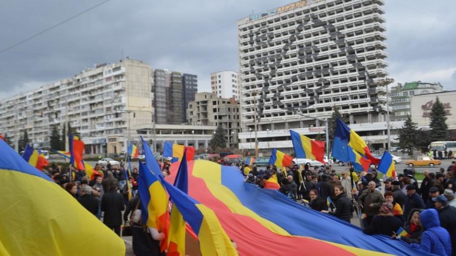 (foto) Un tricolor de 100 de metri a fost întins de Ziua Unirii la Chișinău