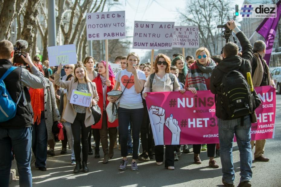 """Reportaj foto: Cum s-a desfășurat Marșul de 8 martie: """"NU înseamnă NU"""""""