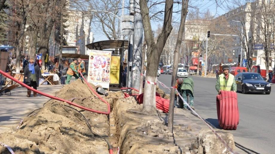 (foto) Au fost reluate lucrările de reconstrucție a bulevardului Ştefan cel Mare şi Sfânt