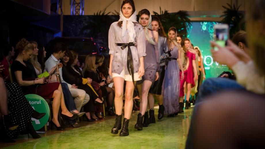 (foto) Culori pastelate, imprimeuri florale și stofe fine! Cum a fost a doua zi de Moldova Fashion Days