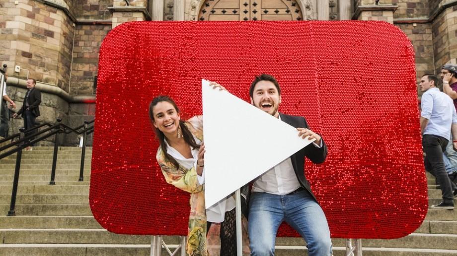 De câte vizualizări ai nevoie pe YouTube pentru a câştiga un salariu