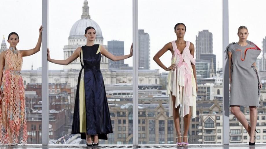 Ești pasionat de fashion? Atunci ai șansa să câștigi o bursă la Colegiul de Modă din Londra