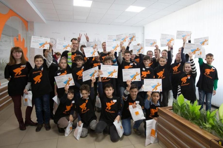 Părinții și copiii pot participa la atelierele digitale #SuperCoders și #SuperParents