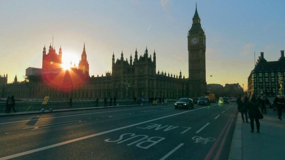 Studiu: Britanicii solicită ca ziua de luni după trecerea la ora de vară să fie sărbătoare naţională