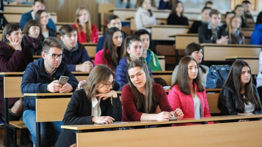 (foto) Ziua ușilor deschise la UTM: Zeci de elevi s-au informat despre oportunitățile universității