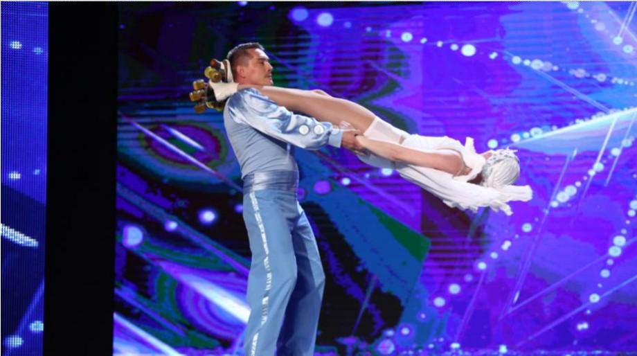 """(video) Și din nou un cuplu din Moldova  a uimit juriul de la """"Românii au Talent"""" cu acrobații de circ dificile"""