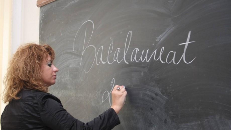 """Un grup de elevi vor schimbarea punctajului în baza căruia se poate acorda nota """"10"""" la limba străină din oficiu la BAC"""