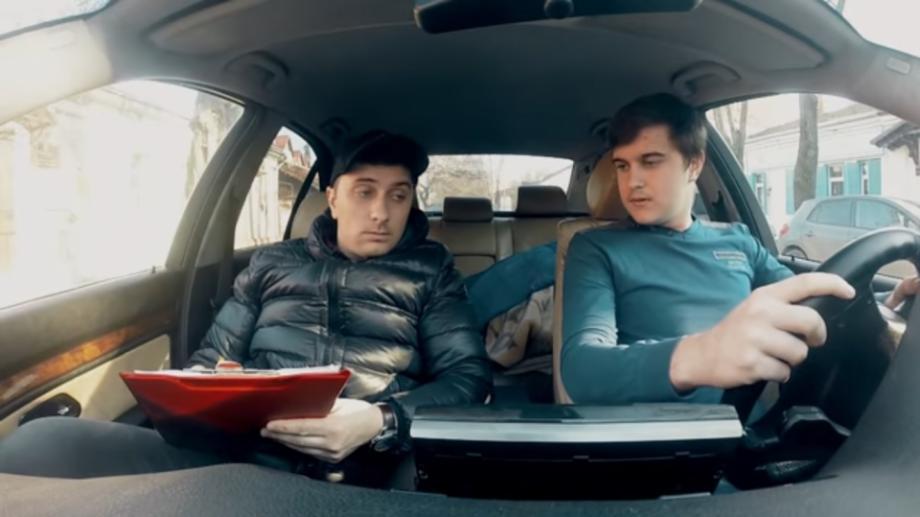 """(video) Cum să susții examenul la Școala de Șoferi BMW: """"Ceilalți trebuie să se teamă, tu ești cu BMW-ul"""""""