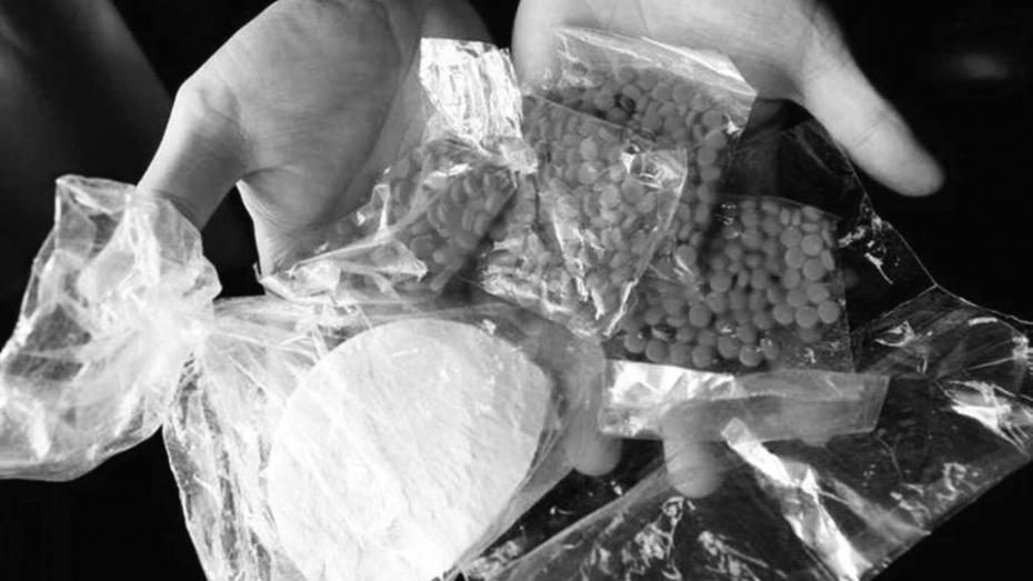 Un tânăr și-a făcut o afacere din vânzarea drogurilor prin intermediul conturilor electronice de pre-plată