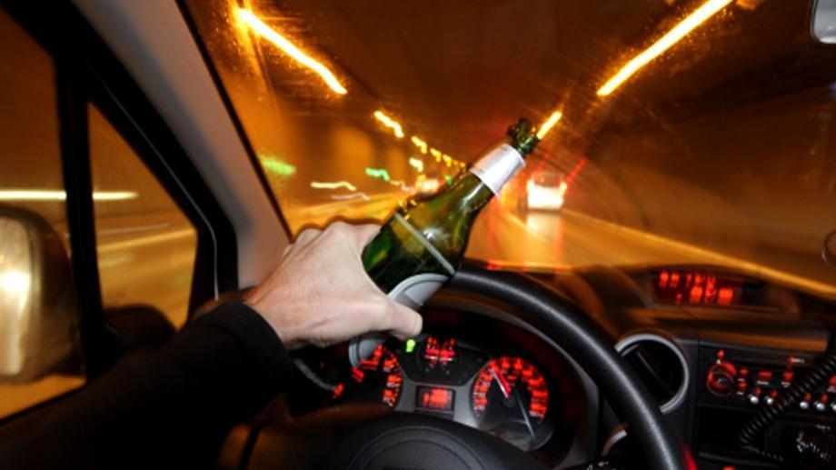 E bine să știi, dar și mai bine să te abții. Cât alcool poți bea când urci la volan?