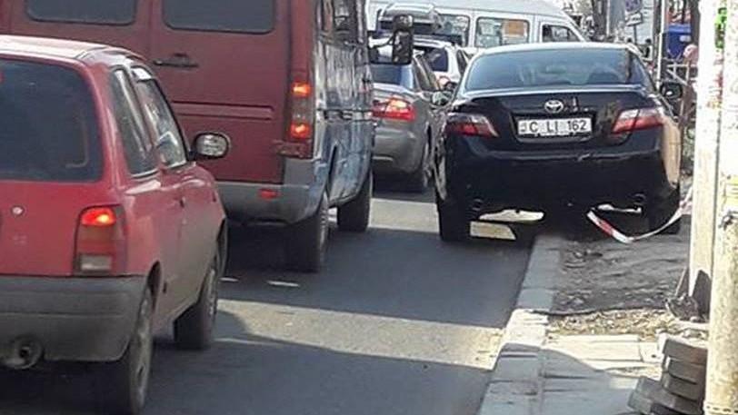 Dorin Chirtoacă și-a parcat neregulamentar mașina de serviciu pe bulevardul Ștefan cel Mare